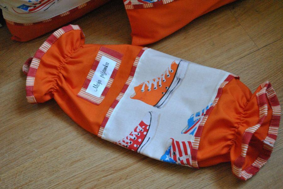 Worek na piżamkę w kolorowe trampki