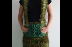 spódnica na szelkach w zieleniach