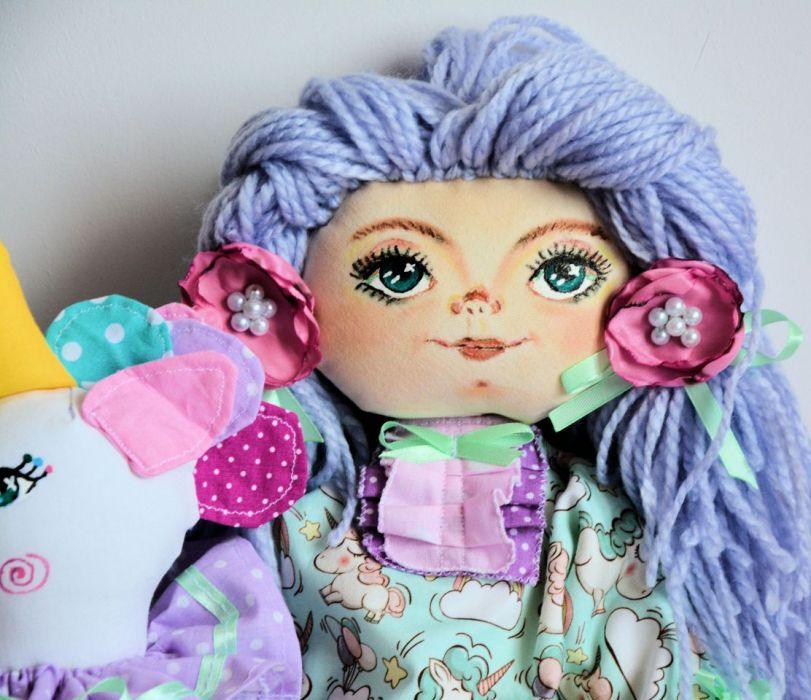 Zestaw: lalka 50 cm jednorożec 30 cm broszka