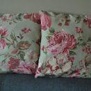 Poszewka dekoracyjna - piękne róże  na miętowym tle