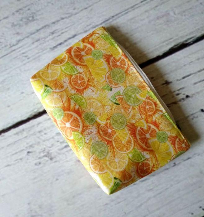 Żółta owocowa kosmetyczka w cytrusy