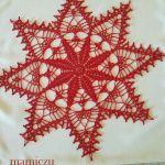 Serwetka szydełkowa w kształcie gwiazdki - serwetka czerwona gwiazdka