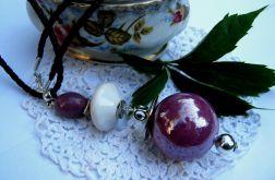 Liliowo - biały, duży wisior z porcelany