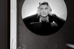 Coco Chanel - obraz w okrągłej ramię