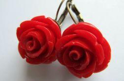 czerwone róże z korala