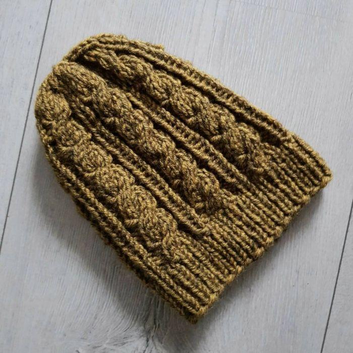Zimowa czapka w warkocze w kolorze musztardy