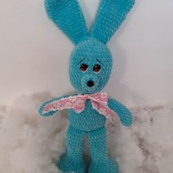 szydełkowa maskotka - zielony królik