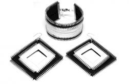 Zestaw czarno-białej biżuterii