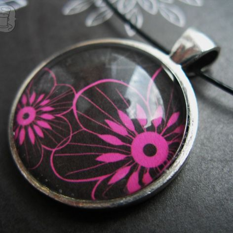 Wisiorek z kwiatuszkami