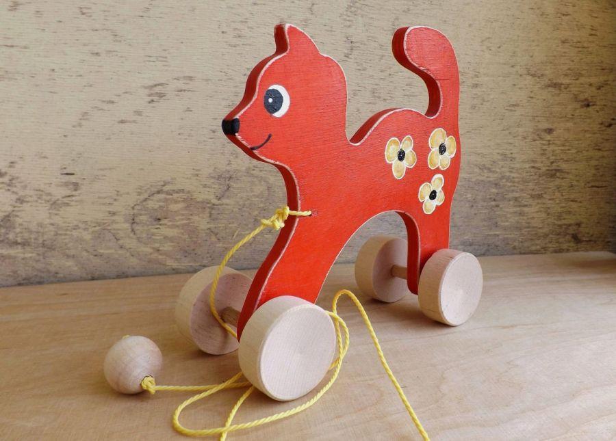Drewniany kotek do ciągania, czerwony - półprofil kotka