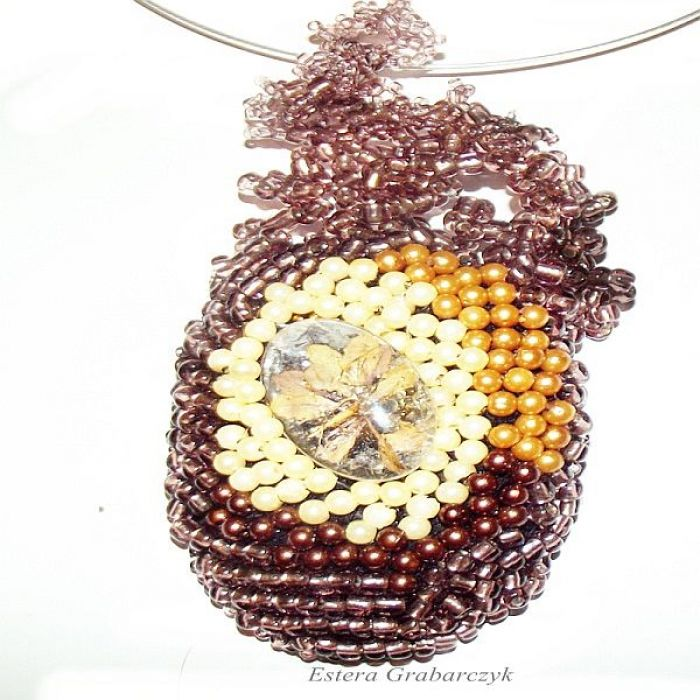 wisior haft koralikowy