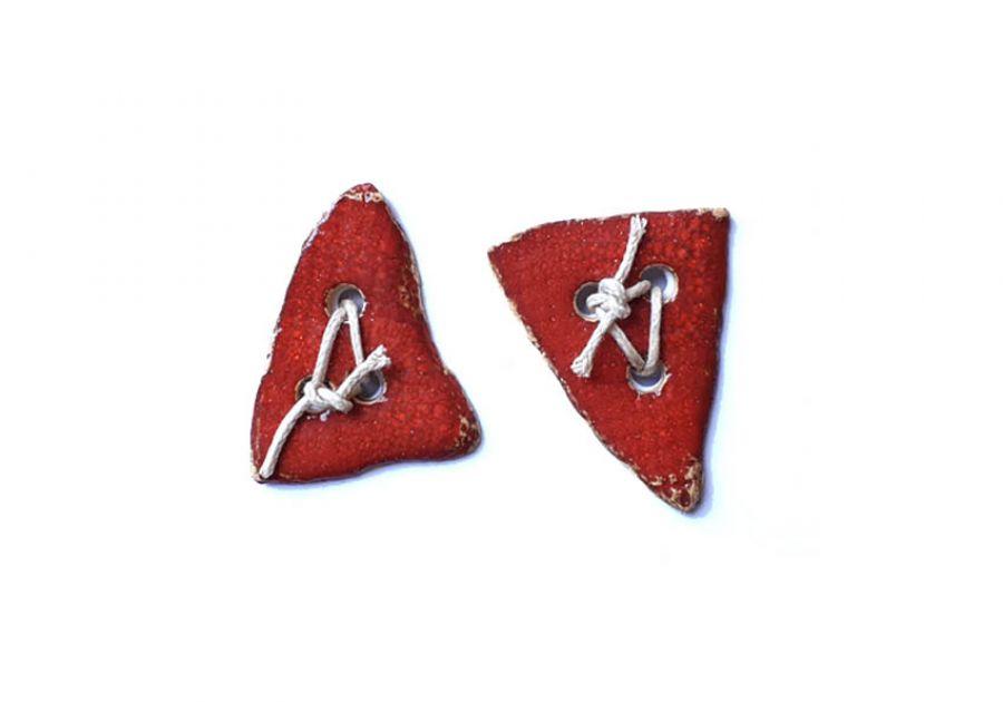 Guziki ceramiczne trójkąty czerwone