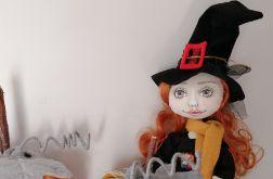 Tekstylna lalka w stroju hallowen