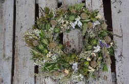 Naturalny letni wianek z suszonych traw i kwiatów