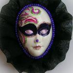 Broszka z kolekcji Masquerade - tiulowa -