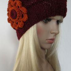 Bordowa czapeczka z pomarańczowym kwiatkiem