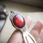 Metalowa zakładka z malowanym szkłem czerwona