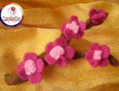 Kwiaty wiśni - broszka z filcu