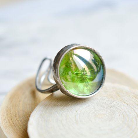 Gra w zielone  - pierścionek ze szkłem