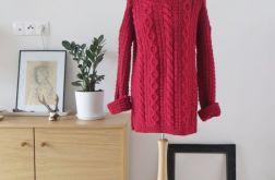 Sweter czerwony z wełny.