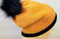 Ciepła zimowa czapka z podwójnym rondem.