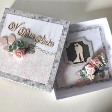 Kartka ślubna na ślub kwiaty w pudełeczku