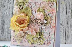 Różowa kartka ślubna z kwiatami
