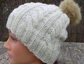 Kremowe warkocze - czapka