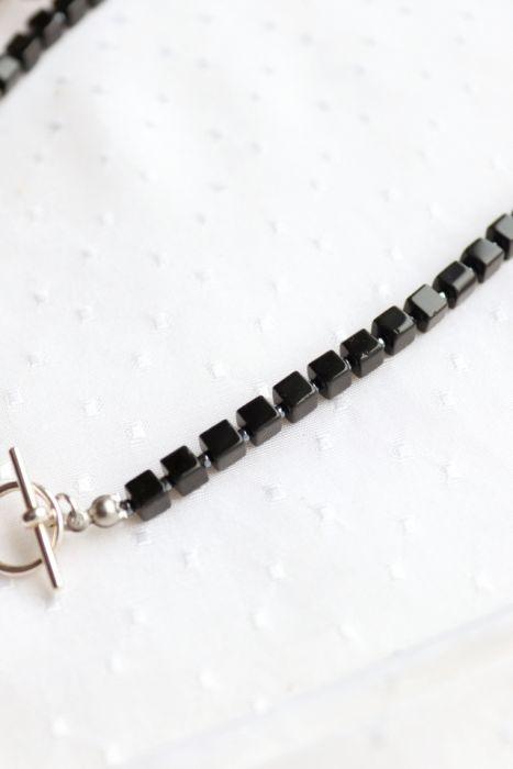 Naszyjnik z czarnymi szklanymi kostkami - Czarny naszyjnik z maleńkimi szarymi kuleczkami