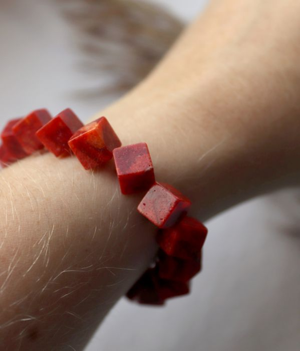 Bransoletka z kostek korala czerwonego - Bransoletka na nadgarstek z czerwonych kamieni