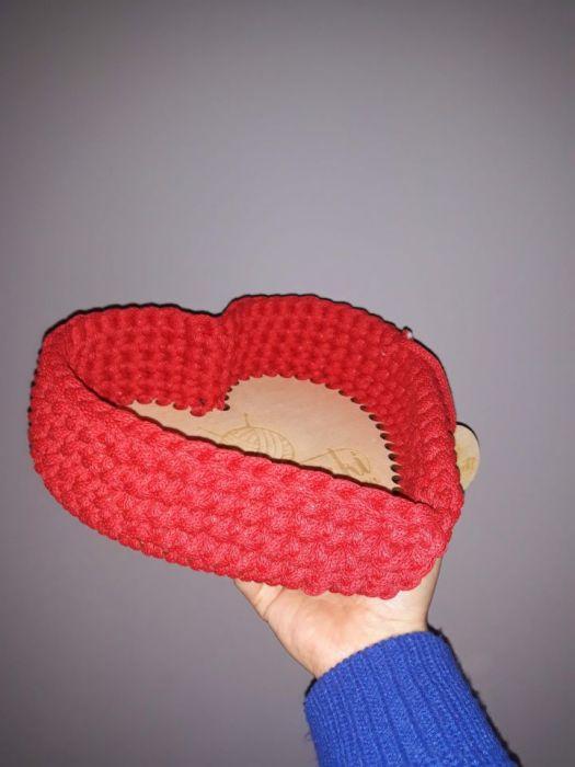 Koszyk ze sznurka Serce - Serce ma wymiary 24x21cm
