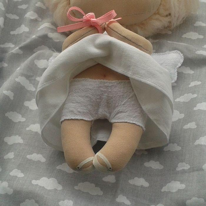 ANIOŁEK lalka - dekoracja tekstylna, OOAK/29 - mam buciki z guziczkiem