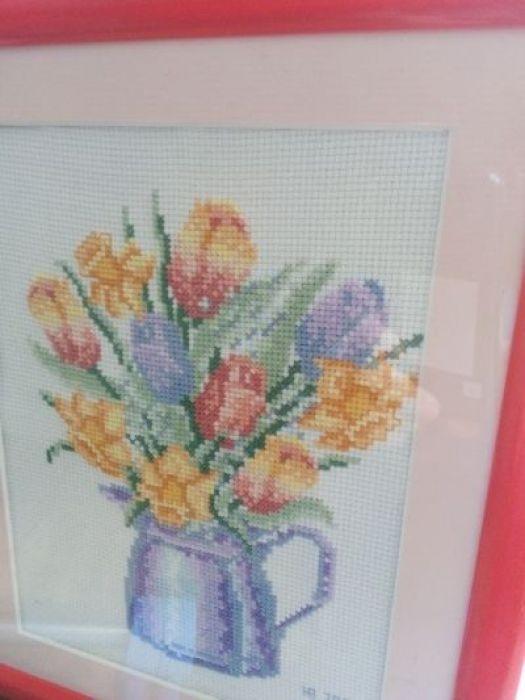 Haftowane tulipany - zbliżenie boczne