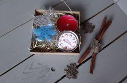Zestaw świąteczny z mini świeczką i zawieszką
