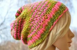 Kolorowa czapka róż zielenią