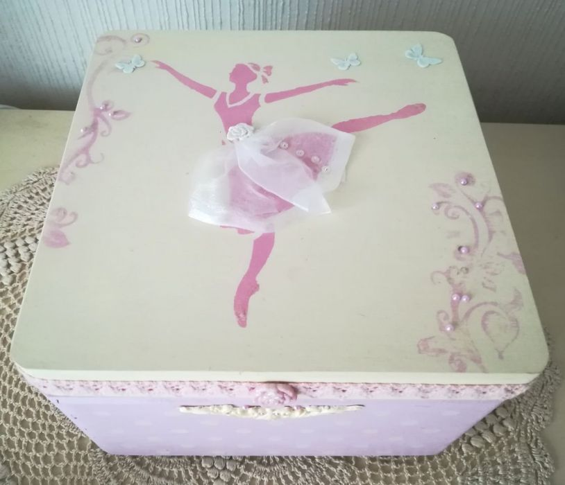 Kuferek z baletnicą