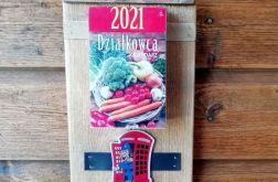 organizer z kalendarzem, magnedem i haczykami