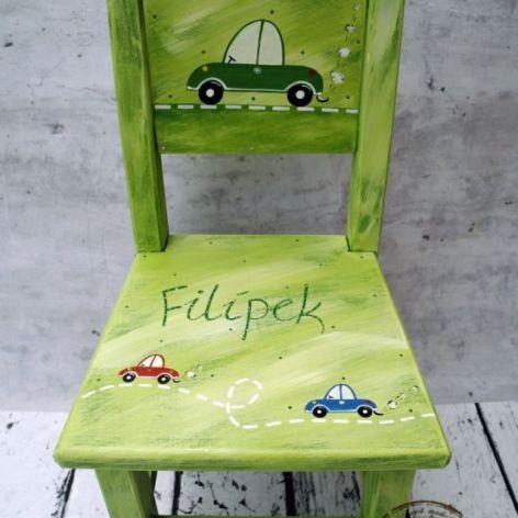 zielone krzesełko z oparciem autko
