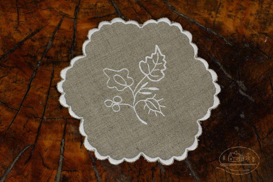 Serwetki okrągłe z szamotulskim haftem -