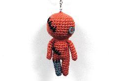 Czerwona laleczka voodoo breloczek szydełkowa maskotka