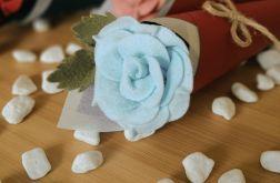 Róża z filcu w rożku - mięta