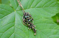 W zieleni - naszyjnik z zielonym hematytem