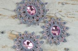 Ażurowy komplet biżuterii: szary, pudrowy róż