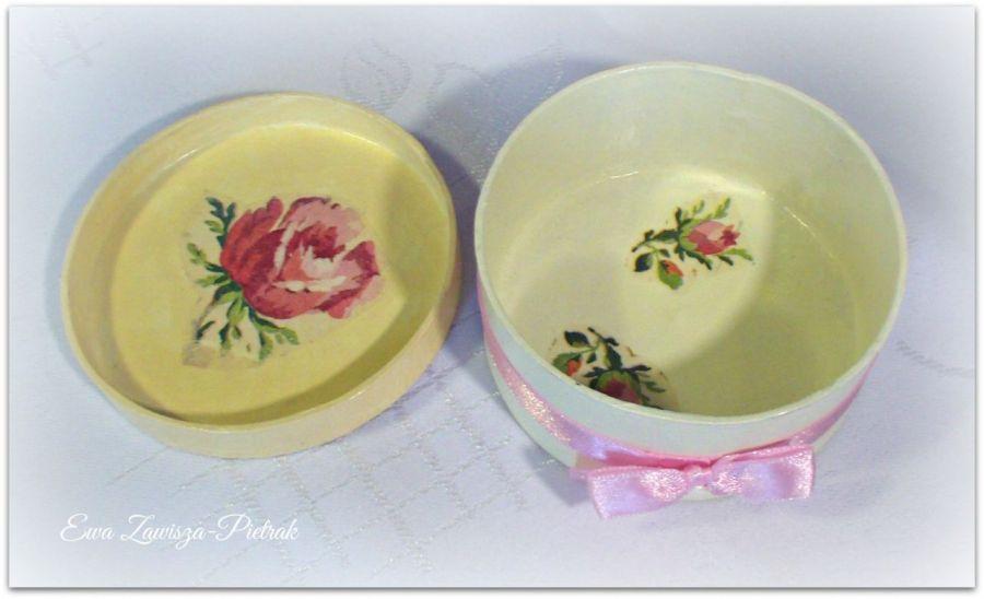 Pudełko okrągłe z różą - Pudełko okrągłe z różą - środek