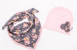 Komplet czapka i chusta różyczki na szarym