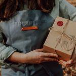 Kubek malowany - Zakochane zające z pokrywką - Opakowanie prezentowe