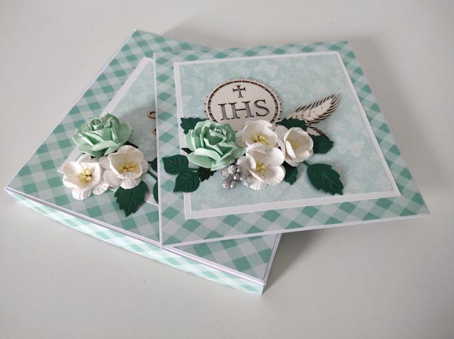 Kartka Komunia święta w pudełku zielona kwiaty