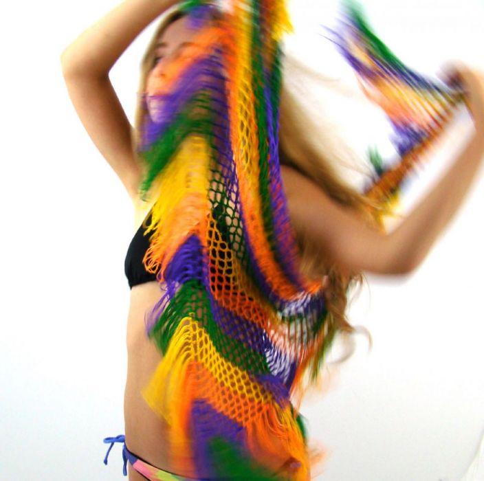 kolorowa chusta ażurowa z frędzlami