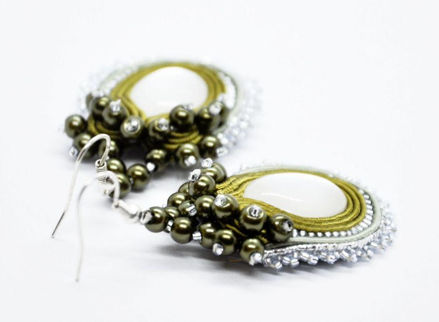 Kolczyki sutasz w kolorze khaki i srebra