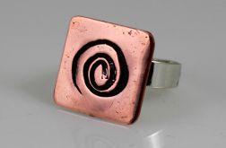 Z zawijasem - miedziany pierścionek
